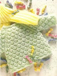Пуловер цвета мяты с застежкой на спинке