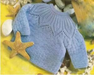 Голубой пуловер с круглой кокеткой