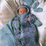 Конверт, шапочка, варежки, башмачки и одеяло