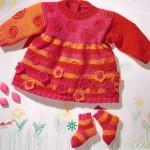 Платье вязаное с цветочками и носочки