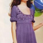 Сиреневое вязаное платье со стразами