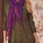 Зеленое вязаное платье с дорожками из ажурных узоров