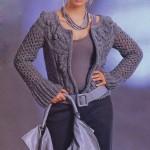 Серый вязаный жакет с сетчатым узором и косами с шишечками