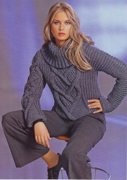 Экстравагантный вязаный пуловер с асимметричными рукавами