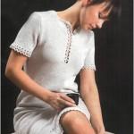 Серое вязаное платье с ажурной отделкой