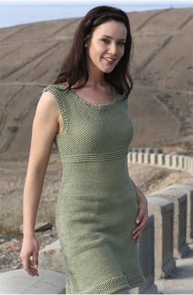 Зеленое вязаное платье из DROPS