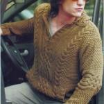 Вязаный пуловер из аранских жгутов