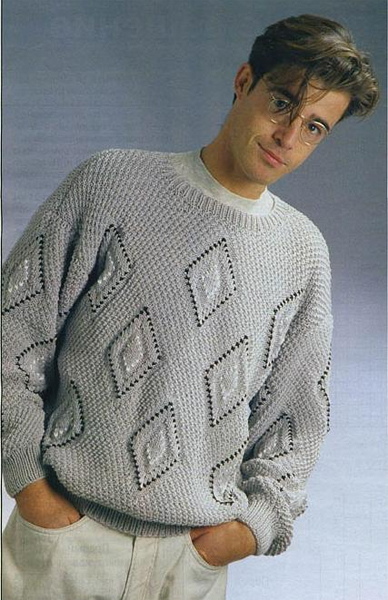 Пуловер с рельефными ромбами