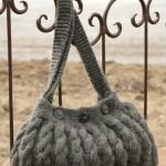Вязаная сумка с узором из кос