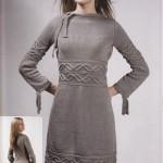 Серое вязаное платье с аранами
