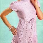 Вязаное сиреневое платье с ромбами