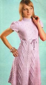 Сиреневое платье с ромбами