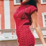 Вязаное платье-чулок узором из кос