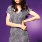 Вязаное серое платье с ромбами
