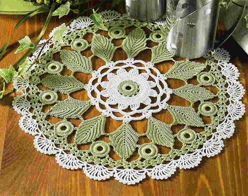 Вязаная салфетка зеленый листочек