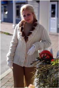 Белый вязаный женский жакет