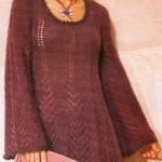 Расклешенное вязаное платье спицами