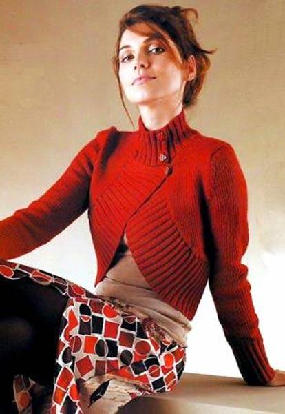 красное вязаное болеро с двубортной застежкой вязание спицами и