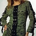 Зеленое вязаное платье с планкой