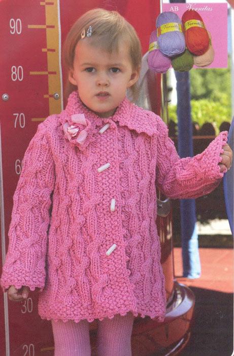 Розовое вязаное теплое пальто
