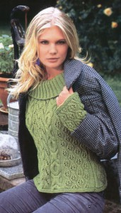 Вязаный узорчатый зеленый пуловер