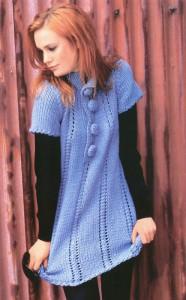Голубое вязаное платье