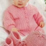 Розовый вязаный комплект: комбинезон, шапочка, пинетки, варежки