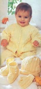 Желтый вязаный комплект: комбинезон, жилет, шапочка, варежки и пинетки