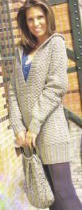 Пуловер с капюшоном и вязаная сумка