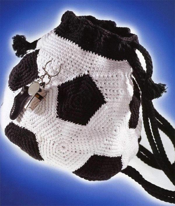 Вязаный рюкзак футбольный мяч | Вязание спицами и крючком ...