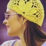 Жёлтая вязаная шапка крючком