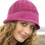 Вязаная шапка с широкими полями