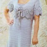 Серое вязаное платье и жакет с ажурной каймой
