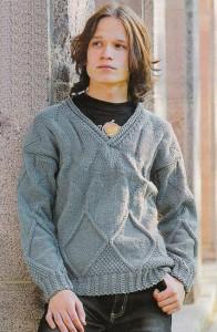 Вязаный свитер для мальчика с ромбами