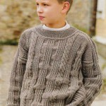 Однотонный свитер со жгутами и узором со снятыми петлями
