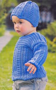 Вязаный детский комплект шапочка и свитер