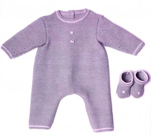 Вязаный комбинезон и носочки для новорожденного