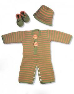 Вязаный полосатый оранжево-зелёный комбинезон, носочки и шапочка