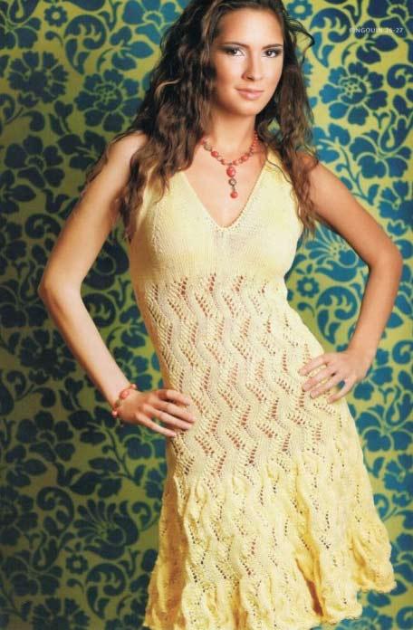 Часто вязаные летние платья бывают с коротким рукавом либо без него.