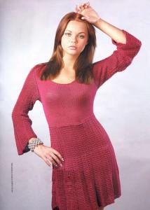 Прекрасное вязаное платье брусничного цвета