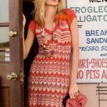 Платье с зигзагами и пестрым рисунком