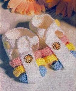 Разноцветные вязаные сандали