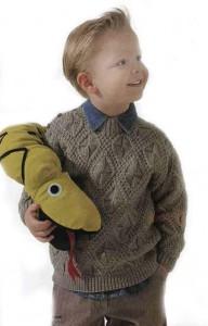 Красивый вязаный пуловер для мальчика