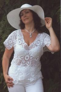 Вязаная крючком ажурная блузка