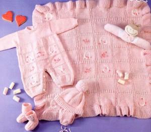 Вязаный комплект для новорожденного