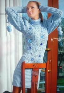 Романтичное голубое вязаное платье