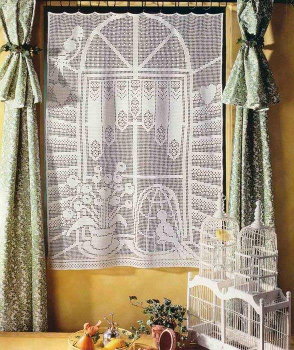 Вязаная штора на кухню