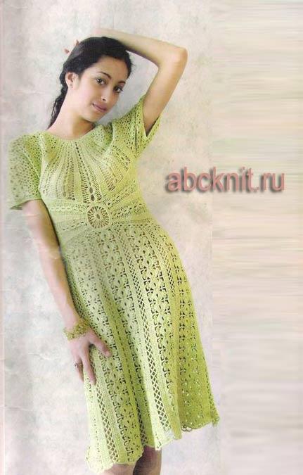 Оливкового цвета платье крючком