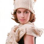 Вязаные шапочка, шарф и варежки