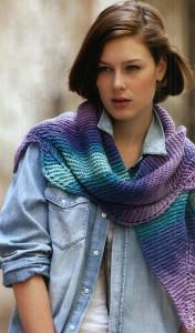 Вязаный шарфик с листочками